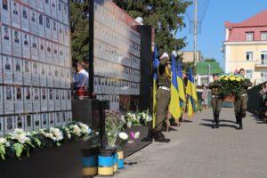 Покладання квітів до меморіальних стел загиблим учасникам АТО/ООС
