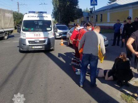 ДТП на вулиці Толстого: п'яний водій легковика збив на переході дівчину